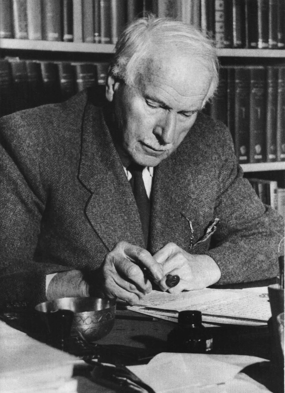 the life and works of carl gustav jung Jung, carl gustav kärl go͝os´täf yo͝ong [key], 1875-1961, swiss psychiatrist, founder of analytical psychology the son of a country pastor, he studied at basel (1895-1900) and zürich (md, 1902) after a stint at the university psychiatric clinic in zürich, jung worked (1902) under eugen bleuler at.